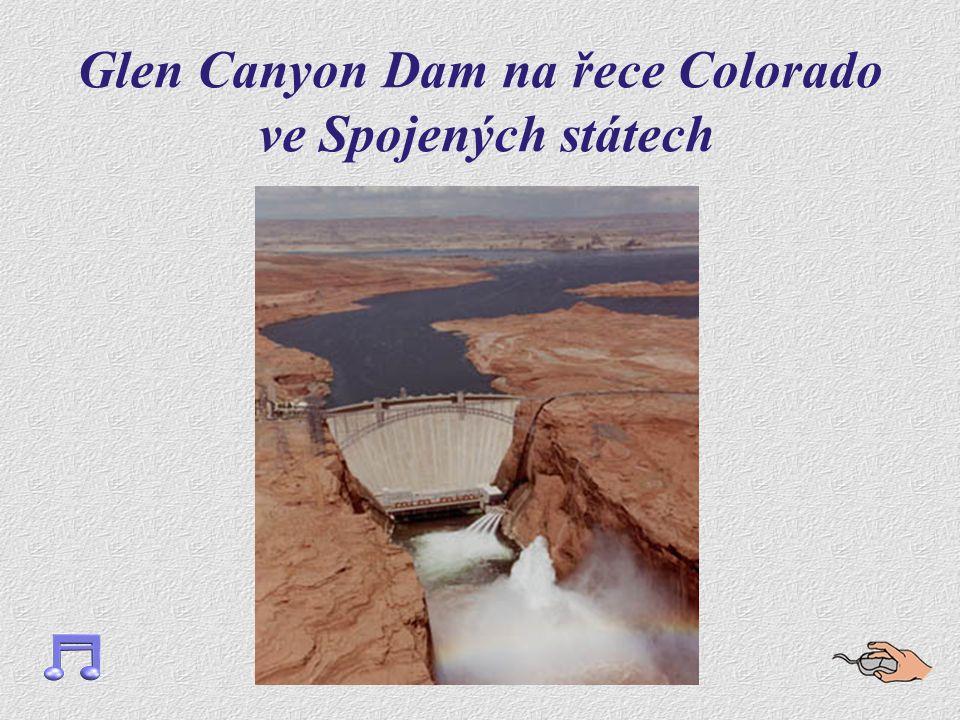 Glen Canyon Dam na řece Colorado ve Spojených státech