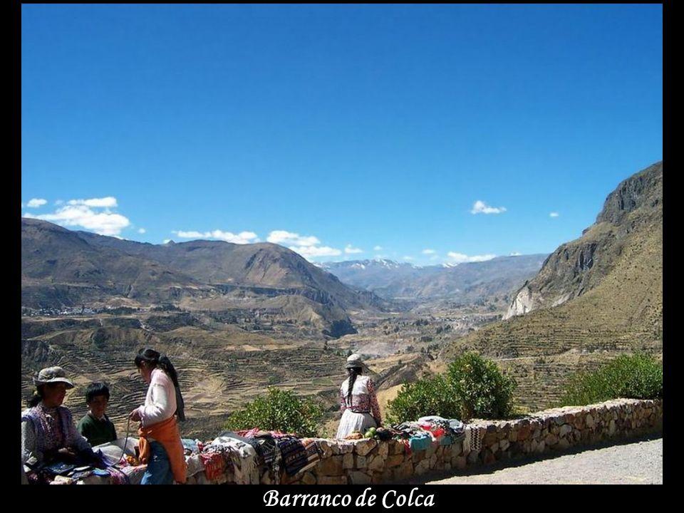 Tradiční bárky na Titicaca