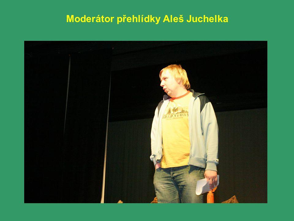 Moderátor přehlídky Aleš Juchelka