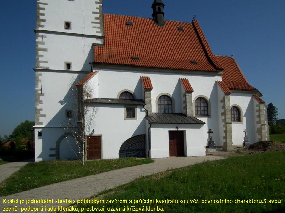 Kostel je jednolodní stavba s pětibokým závěrem a průčelní kvadratickou věží pevnostního charakteru.Stavbu zevně podepírá řada klenáků, presbytář uzav