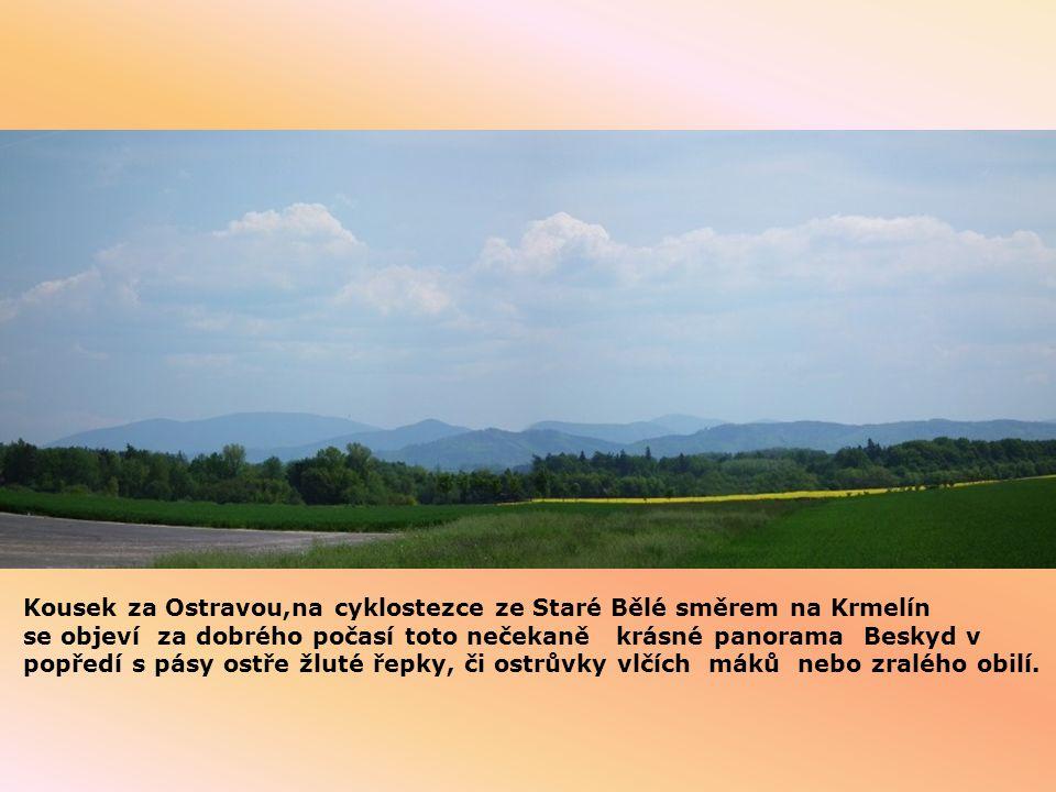 Kousek za Ostravou,na cyklostezce ze Staré Bělé směrem na Krmelín se objeví za dobrého počasí toto nečekaně krásné panorama Beskyd v popředí s pásy ostře žluté řepky, či ostrůvky vlčích máků nebo zralého obilí.