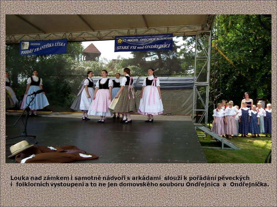Louka nad zámkem i samotné nádvoří s arkádami slouží k pořádání pěveckých i folklorních vystoupení a to ne jen domovského souboru Ondřejnica a Ondřejnička.