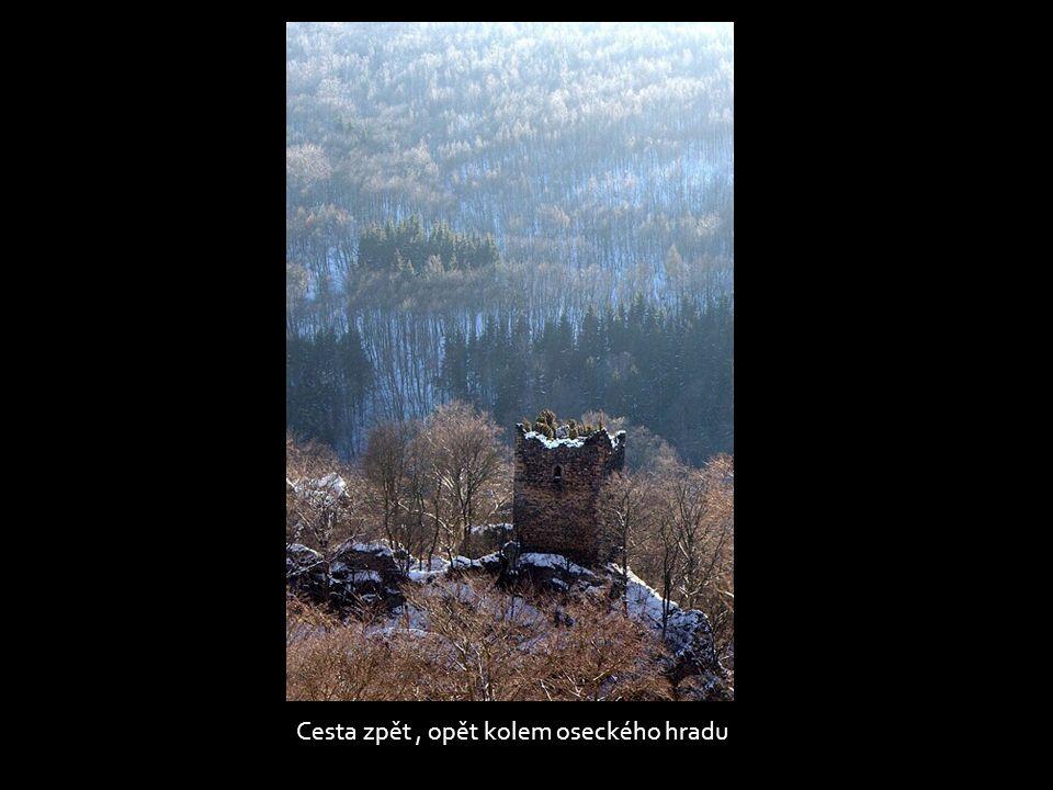 Pohled ze Stropníku, dole vodní nádrž Barbora
