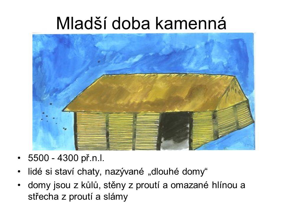 """Mladší doba kamenná •5500 - 4300 př.n.l. •lidé si staví chaty, nazývané """"dlouhé domy"""" •domy jsou z kůlů, stěny z proutí a omazané hlínou a střecha z p"""