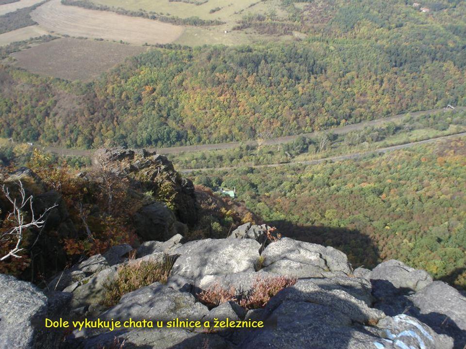 Skalní srázy z vrcholu
