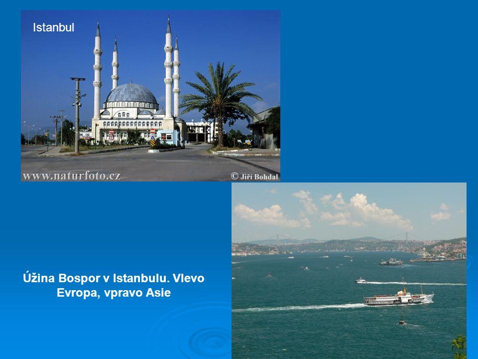 Istanbul Úžina Bospor v Istanbulu. Vlevo Evropa, vpravo Asie
