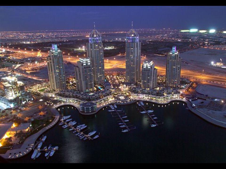 V Dubajském přístavu se plánuje 200 mrakodrapů. Bude to největší seskupení mrakodrapů na světě. Právě končí první stavební etapa. Největší část staveb