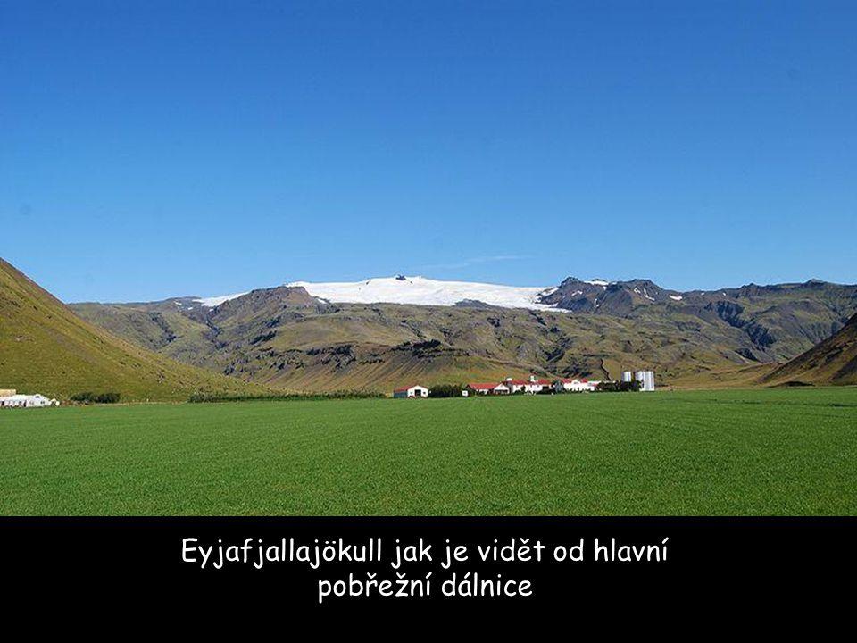 """Eyja-fjalla-jökull: Eyja = ostrov Fjalla = hora Jökull = ledovec Vyslovuje se: """"Ay-uh – fyat-luh - yoe-kuutl-uh"""