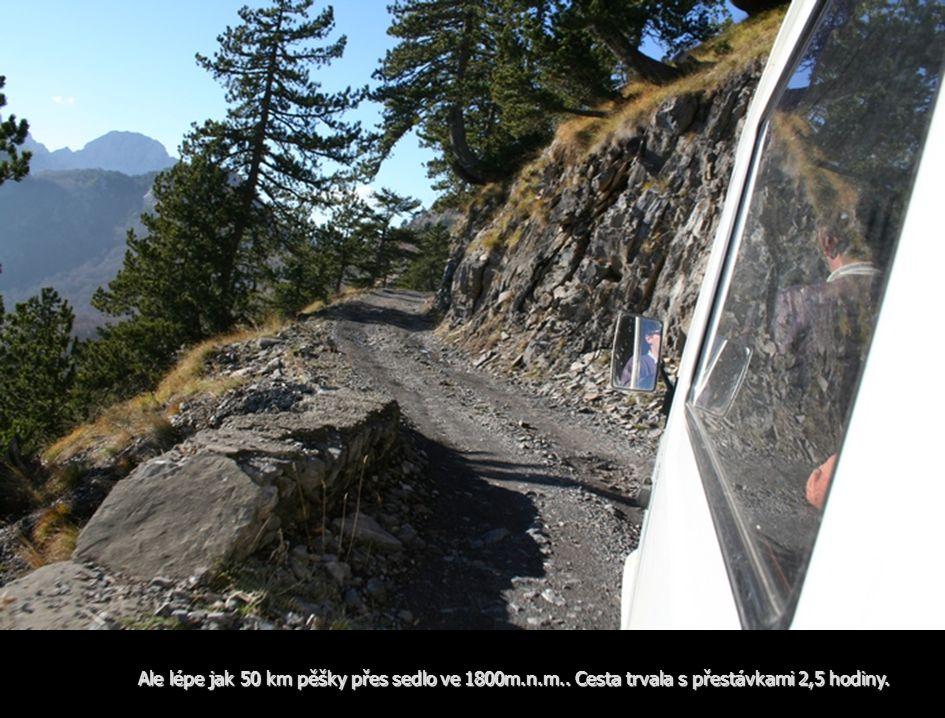 Ale lépe jak 50 km pěšky přes sedlo ve 1800m.n.m.. Cesta trvala s přestávkami 2,5 hodiny.