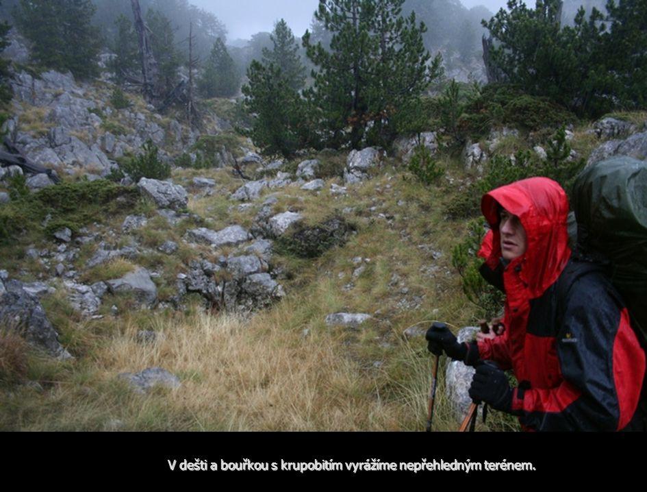 V dešti a bouřkou s krupobitím vyrážíme nepřehledným terénem.