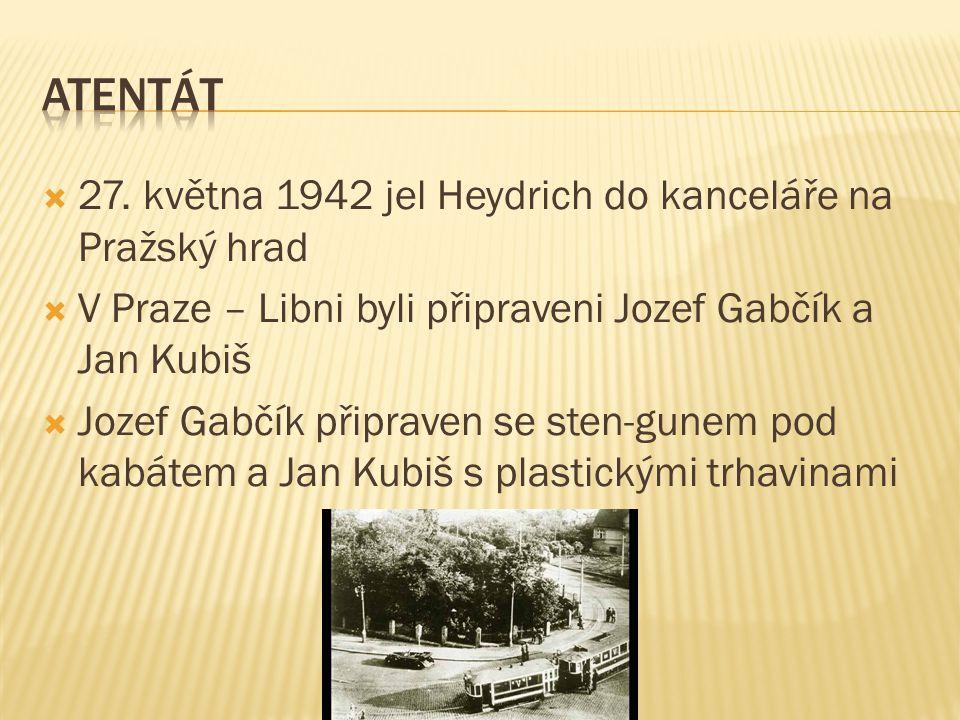  Heydrich právě projížděl zatáčku v Holešovičkách  Před automobil skočil Jozef Gabčík se sten-gunem  Sten-gun se zasekl a Gabčík odhodil zbraň a utekl  Jan Kubiš hodil pod automobil vyrobený granát  Heydrich raněn od střepin pokoušející se střílet po atentátníkovi