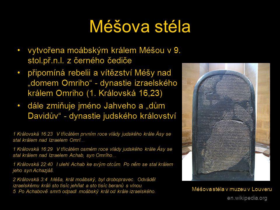 """Méšova stéla •vytvořena moábským králem Méšou v 9. stol.př.n.l. z černého čediče •připomíná rebelii a vítězství Méšy nad """"domem Omriho"""" - dynastie izr"""