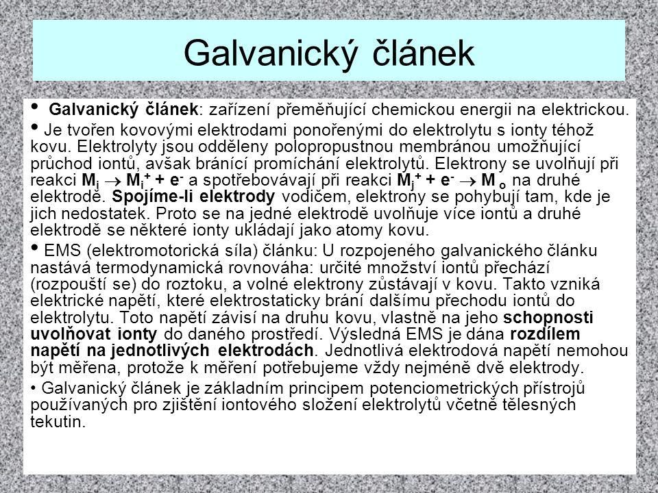 Vznik elektrického napětí U v galvanickém článku.