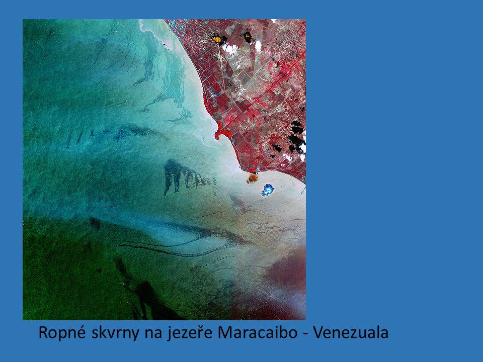 Ropné skvrny na jezeře Maracaibo - Venezuala