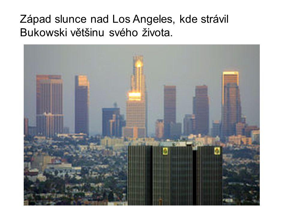 Západ slunce nad Los Angeles, kde strávil Bukowski většinu svého života.