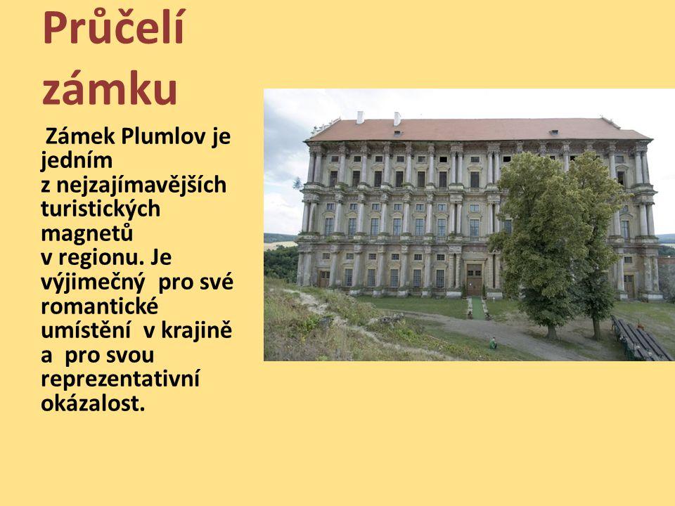 Průčelí zámku Zámek Plumlov je jedním z nejzajímavějších turistických magnetů v regionu. Je výjimečný pro své romantické umístění v krajině a pro svou