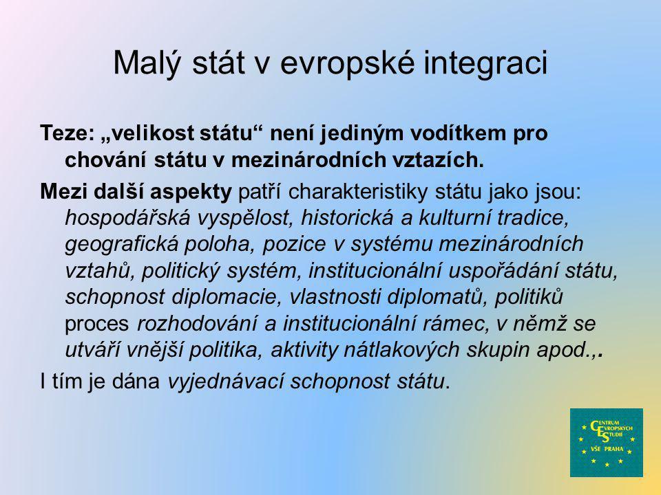 """Malý stát v evropské integraci Teze: """"velikost státu"""" není jediným vodítkem pro chování státu v mezinárodních vztazích. Mezi další aspekty patří chara"""