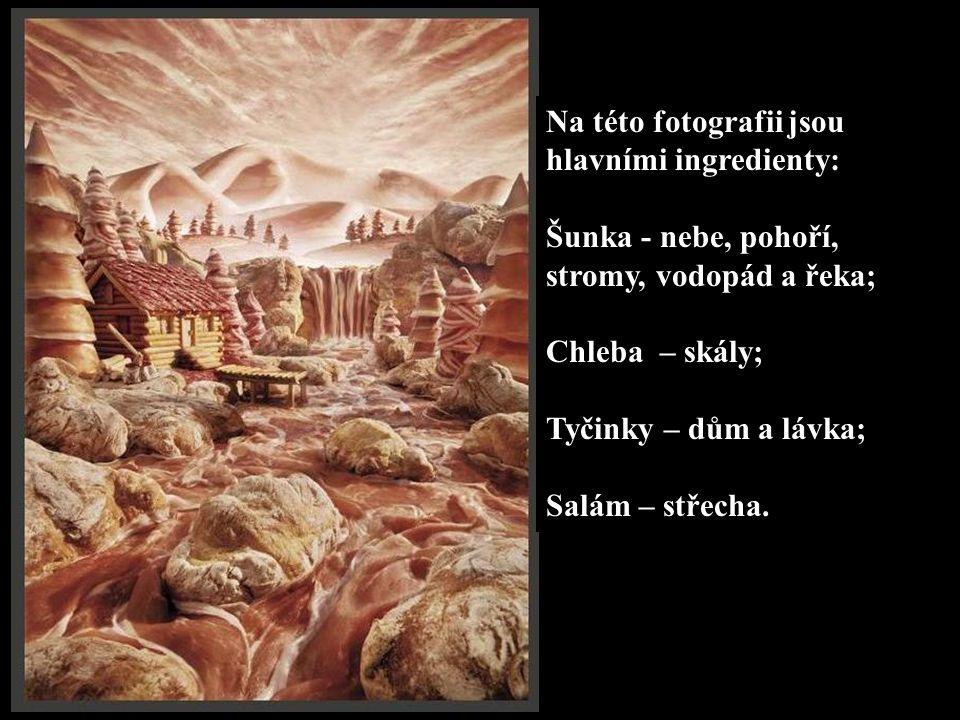 Na této fotografii jsou hlavními ingredienty: Šunka - nebe, pohoří, stromy, vodopád a řeka; Chleba – skály; Tyčinky – dům a lávka; Salám – střecha.