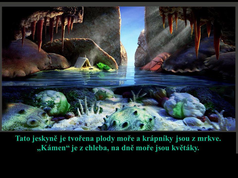 """Tato jeskyně je tvořena plody moře a krápníky jsou z mrkve. """"Kámen"""" je z chleba, na dně moře jsou květáky."""