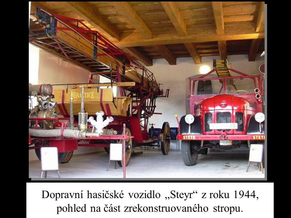 """Dopravní hasičské vozidlo """"Steyr"""" z roku 1944, pohled na část zrekonstruovaného stropu."""