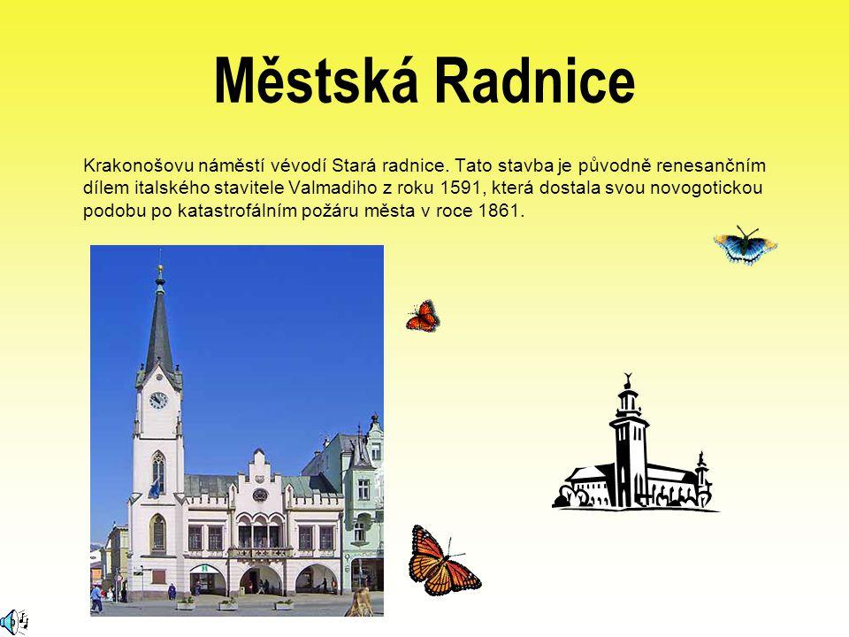 Městská Radnice Krakonošovu náměstí vévodí Stará radnice. Tato stavba je původně renesančním dílem italského stavitele Valmadiho z roku 1591, která do