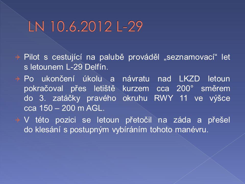 """ Pilot s cestující na palubě prováděl """"seznamovací"""" let s letounem L-29 Delfín.  Po ukončení úkolu a návratu nad LKZD letoun pokračoval přes letiště"""
