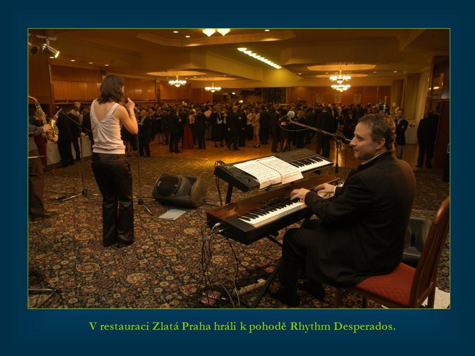 V restauraci Zlatá Praha hráli k pohodě Rhythm Desperados.