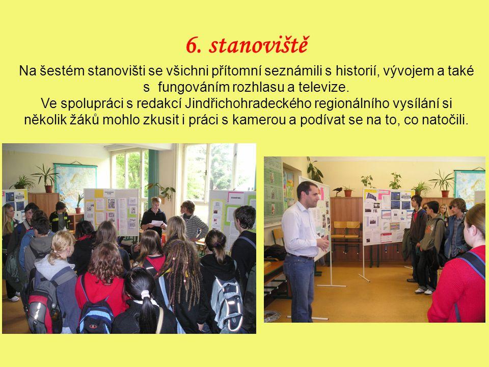 6. stanoviště Na šestém stanovišti se všichni přítomní seznámili s historií, vývojem a také s fungováním rozhlasu a televize. Ve spolupráci s redakcí