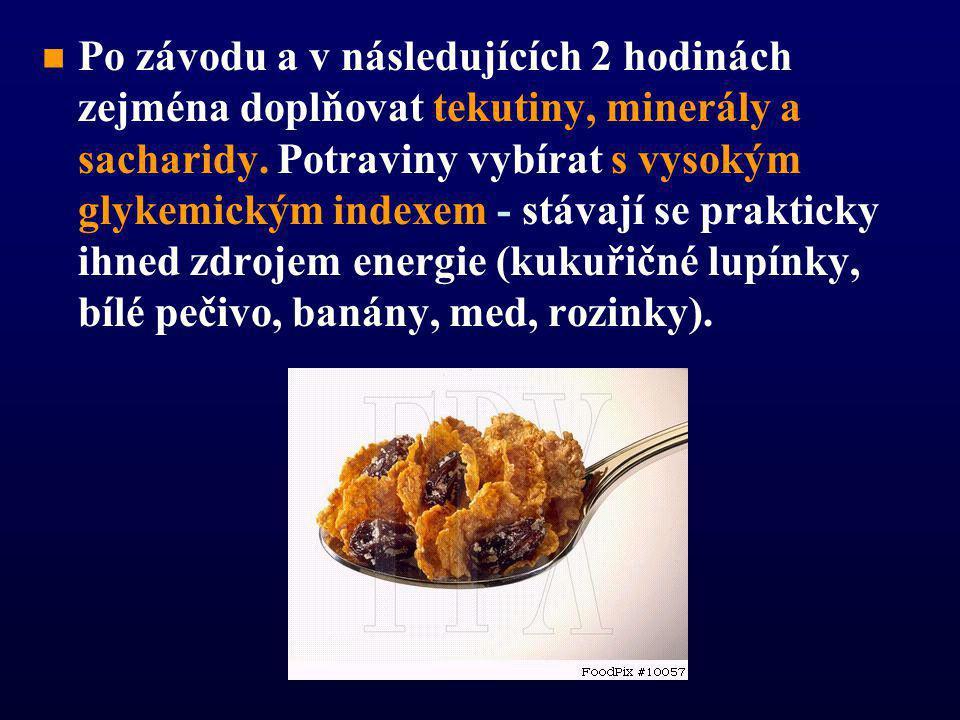 n n v čekací době: mírně slazený a osolený čaj, sušenka či sladké pekárenské výrobky (linecké pečivo, bábovka)   během závodu delšího než 2 hodiny: pekárenské výrobky s medem, sýrem, koláče, čerstvé ovoce (banán, odstopkované hrozny, odpeckované meruňky), možné jsou také bramborové krokety pečené v troubě.