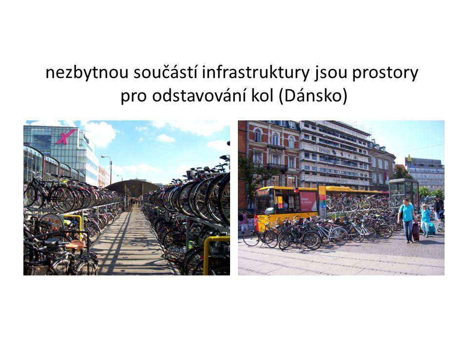 nezbytnou součástí infrastruktury jsou prostory pro odstavování kol (Dánsko)