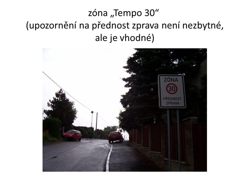"""zóna """"Tempo 30"""" (upozornění na přednost zprava není nezbytné, ale je vhodné)"""