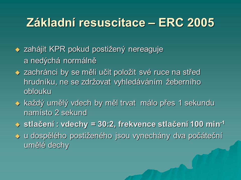 Základní resuscitace – ERC 2005  zahájit KPR pokud postižený nereaguje a nedýchá normálně  zachránci by se měli učit položit své ruce na střed hrudn
