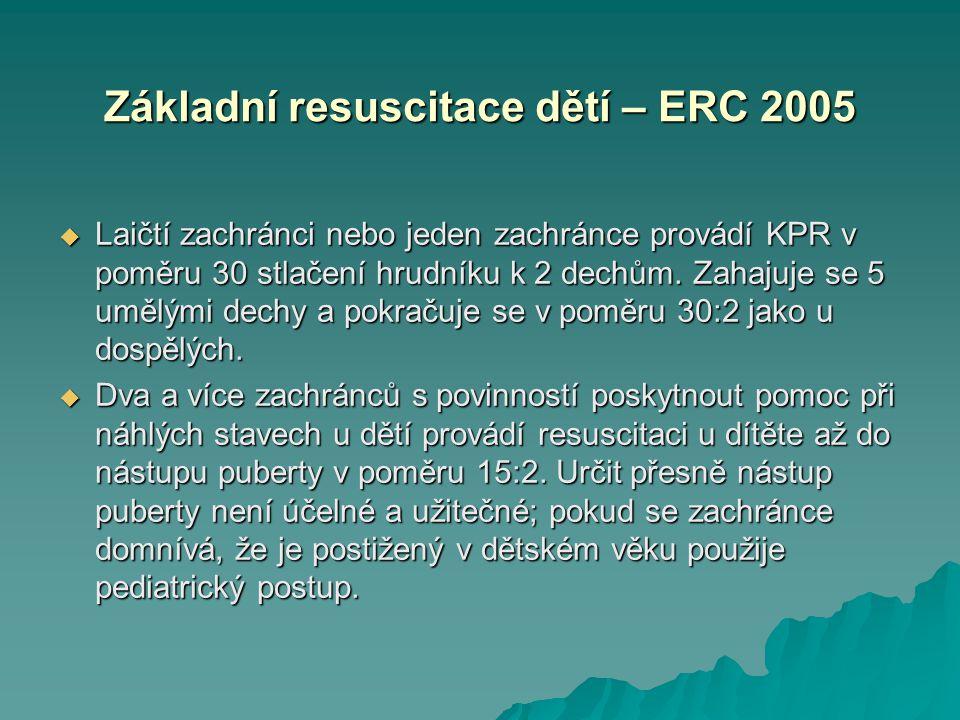 Základní resuscitace dětí – ERC 2005  Laičtí zachránci nebo jeden zachránce provádí KPR v poměru 30 stlačení hrudníku k 2 dechům. Zahajuje se 5 umělý