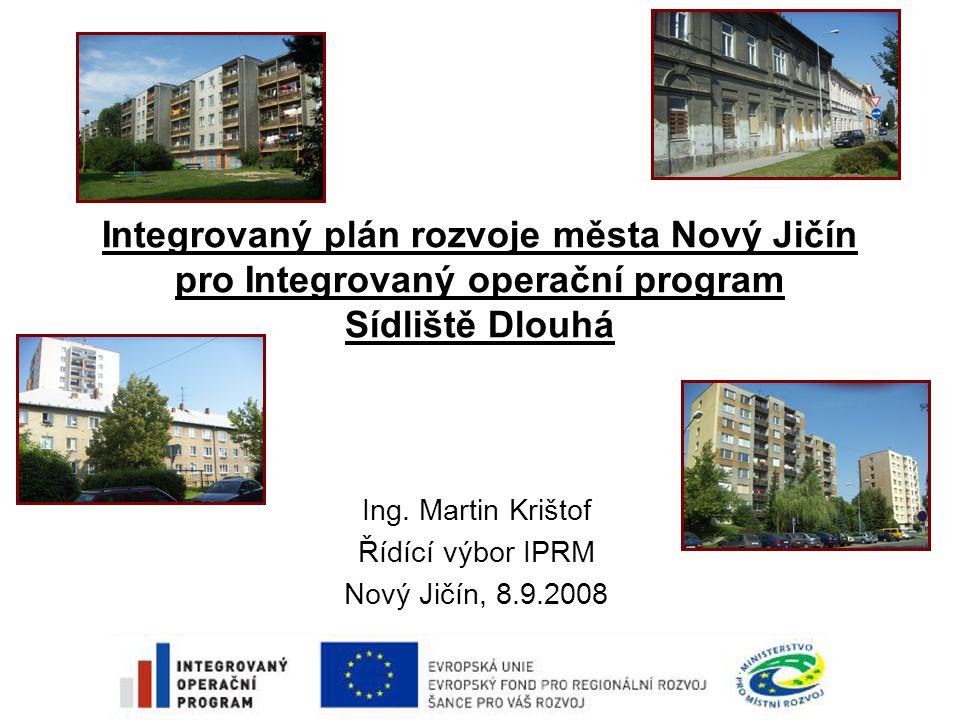 Základní vymezení IPRM Integrovaný plán rozvoje města (IPRM) -Strategický dokument -Umožňuje získat podporu v rámci Integrovaného operačního programu,oblast intervence 5.2 - Zlepšení prostředí v problémových sídlištích -2 základní směřování aktivit IPRM: –revitalizace prostředí problémových sídlišť –regenerace bytových domů v těchto sídlištích •Výzva je vyhlášena na období: 6.8.2008 – 31.12.2008 •Minimální finanční objem pro IPRM je stanoven na 2 mil.