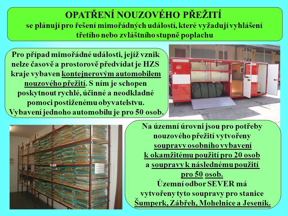 Příklad nouzového ubytování ve stanu s použitím zdravotnických nosítek