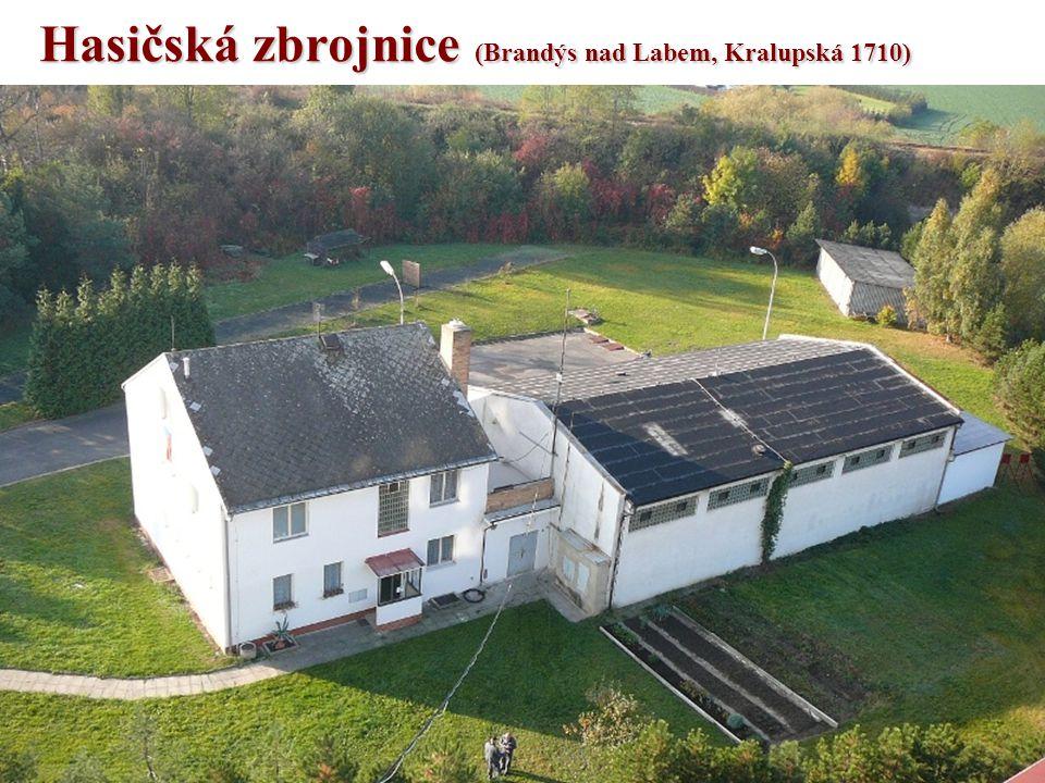 Zázemí •Od roku 1983 jednotka sídlí ve zbrojnici v Kralupské ulici, č.p.