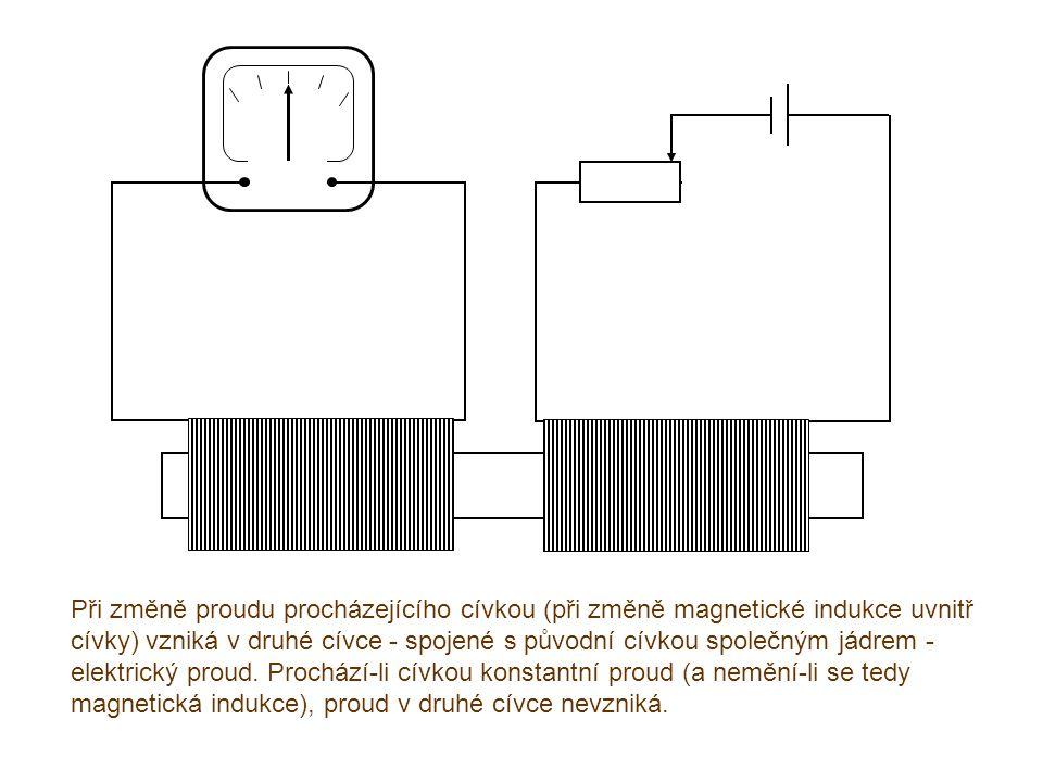 Při změně proudu procházejícího cívkou (při změně magnetické indukce uvnitř cívky) vzniká v druhé cívce - spojené s původní cívkou společným jádrem - elektrický proud.