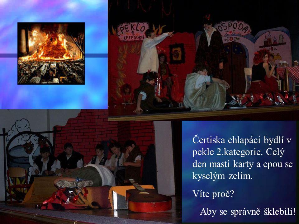 A závěrečná scéna. Pomádu připravily p.uč.Zdražilová a Grimmová s dětmi.