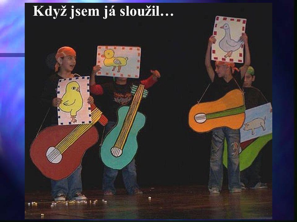 Naši třeťáci s p.uč. Veselou zpívali veselé písničky.