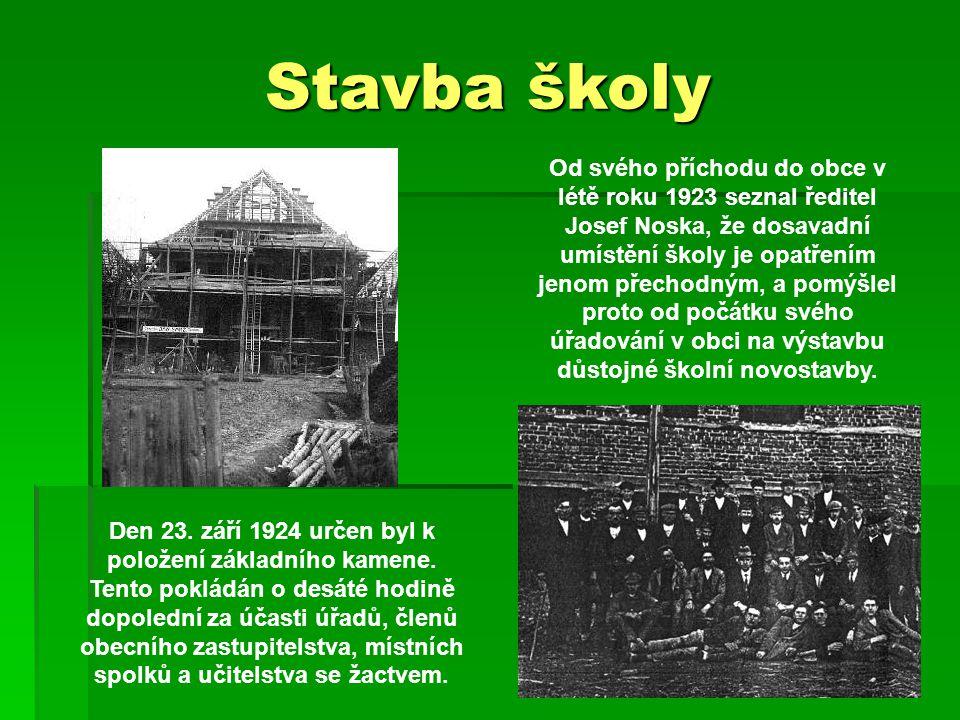 Stavba školy Od svého příchodu do obce v létě roku 1923 seznal ředitel Josef Noska, že dosavadní umístění školy je opatřením jenom přechodným, a pomýšlel proto od počátku svého úřadování v obci na výstavbu důstojné školní novostavby.