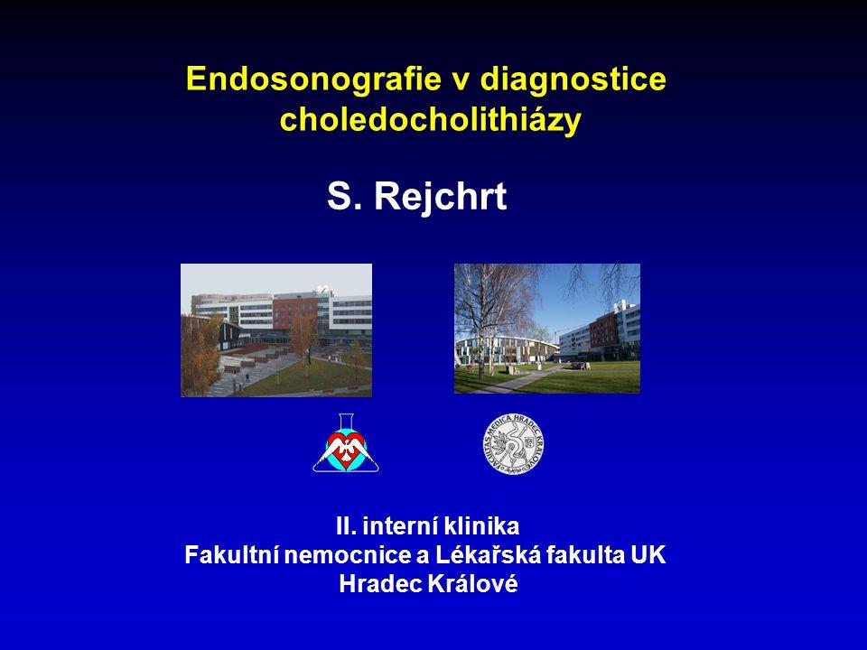 MRCP v diagnostice choledocholithiázy • dostatečná výkonnost zařízení (>1,5 T) • senzitivita i specificita nad 90 % ve studiích srovnávajících MRCP s ERCP • stejně jako endosonografie neodliší aerobilii od lithiázy CT cholangiografie v diagnostice choledocholithiázy • méně srovnávacích prospektivních studií • senzitivita i specificita pod 80 % Endosonografie v diagnostice choledocholithiázy