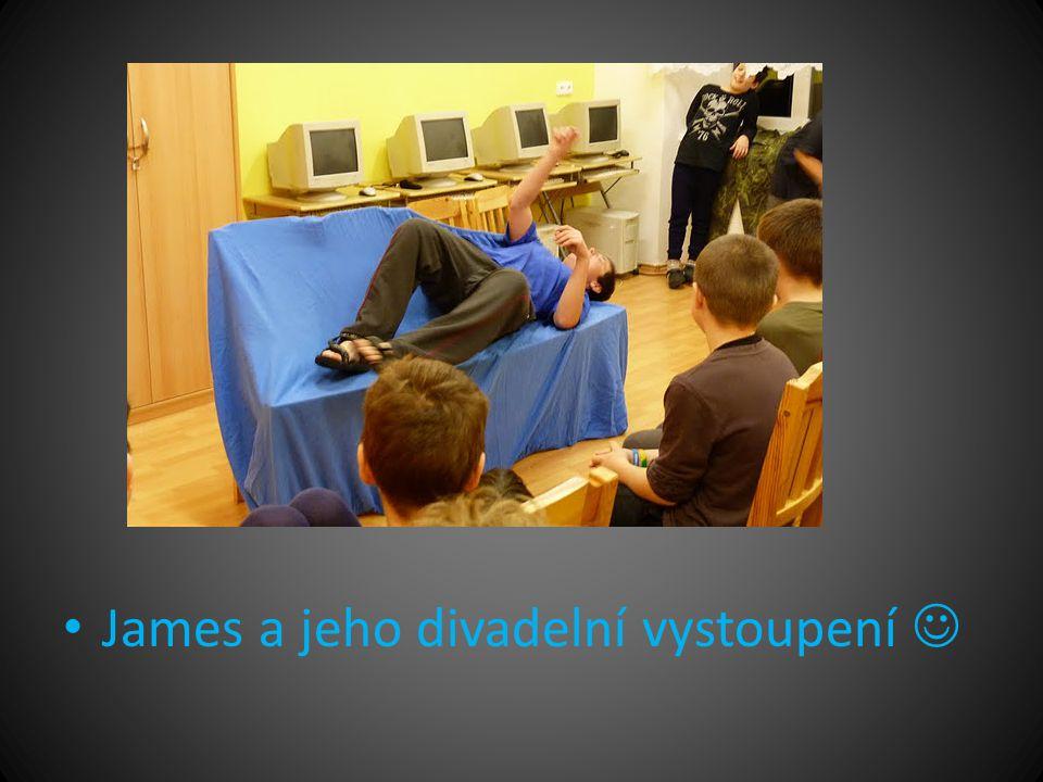 • James a jeho divadelní vystoupení 