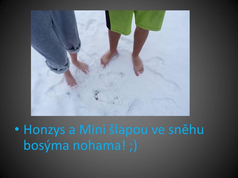 • Honzys a Mini šlapou ve sněhu bosýma nohama! ;)