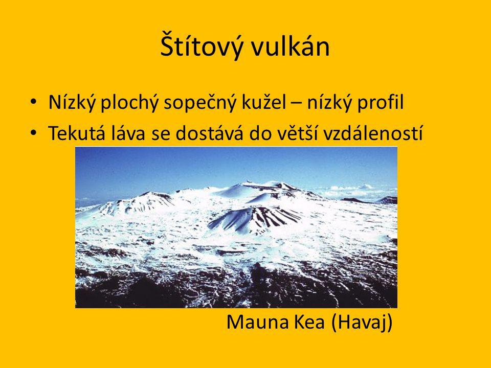 Štítový vulkán • Nízký plochý sopečný kužel – nízký profil • Tekutá láva se dostává do větší vzdáleností Mauna Kea (Havaj)