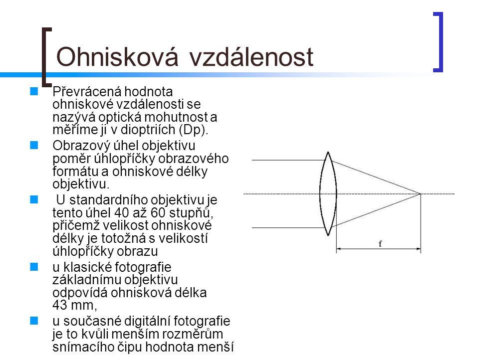 Ohnisková vzdálenost  Převrácená hodnota ohniskové vzdálenosti se nazývá optická mohutnost a měříme ji v dioptriích (Dp).  Obrazový úhel objektivu p
