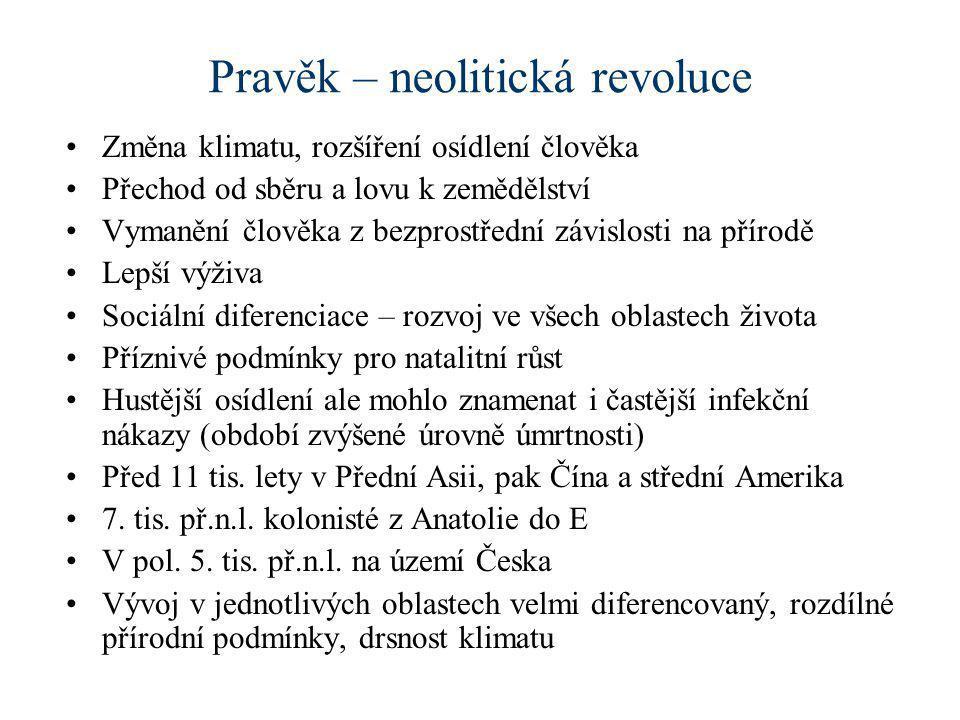 Pravěk – neolitická revoluce •Změna klimatu, rozšíření osídlení člověka •Přechod od sběru a lovu k zemědělství •Vymanění člověka z bezprostřední závis