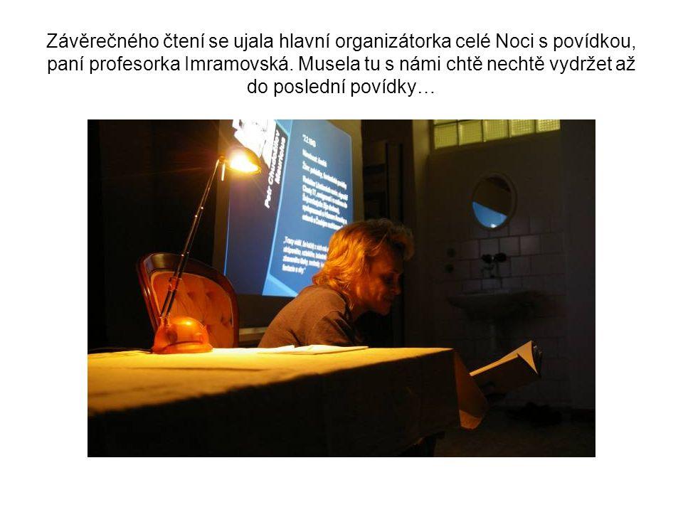 Závěrečného čtení se ujala hlavní organizátorka celé Noci s povídkou, paní profesorka Imramovská.