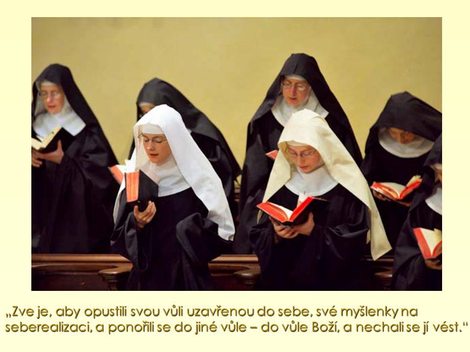 """""""Následuj mě! : zve je, aby se stali jeho přáteli, naslouchali jeho Slovu a žili s ním."""