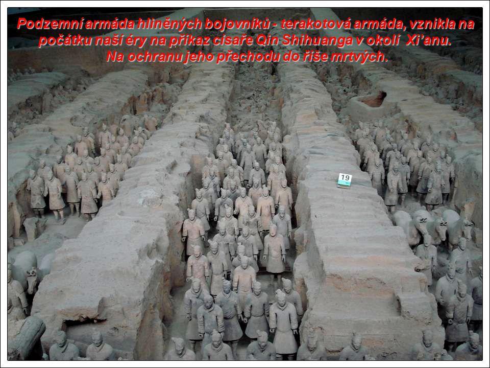 M uzeum, kde je pohřbena slavná terakotová armáda - hliněných vojáků. M uzeum, kde je pohřbena slavná terakotová armáda - hliněných vojáků. Xi'an je t