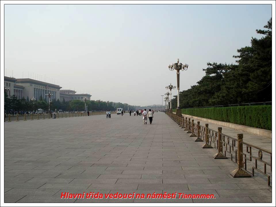 Peking : ulice podél náměstí Tiananmen.
